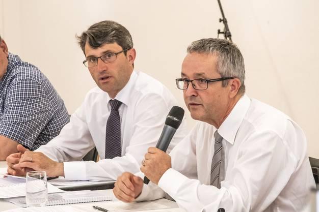 Podiumsdiskussion zur Spitalgruppe mit Engelberger und Weber, organisiert von den Grauen Panthern NWCH. RR Lukas Engelberger (l) und RR THomas Weber