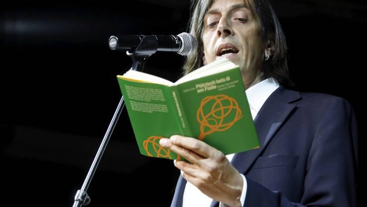 Pedro Lenz tritt an der Kulturnacht gleich zwei Mal auf - an der Triennale und im Kleintheater.