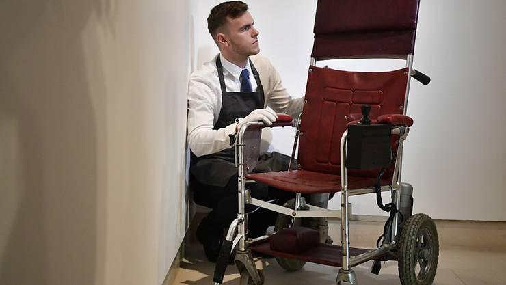 War einem Sammler 320'000 Euro wert: der erste Rollstuhl des im März verstorbenen Physikers Stephen Hawking aus dem Jahr 1988.