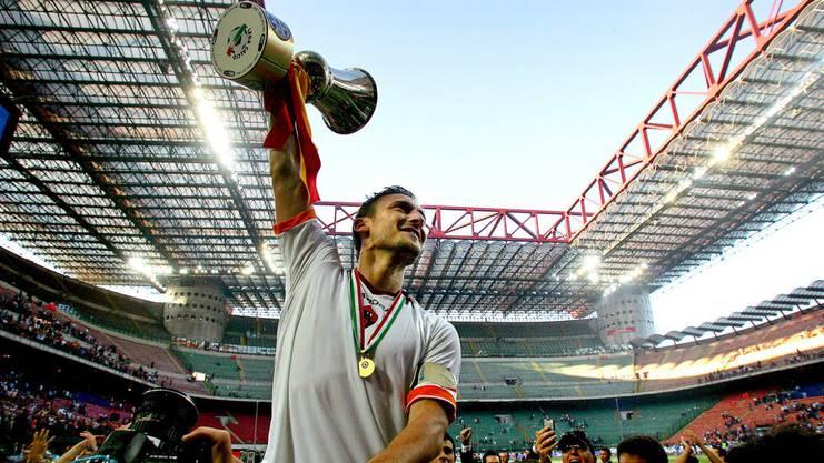 Totti feierte zahlreiche Titel mit AS Roma: Hier 2007 den Cupsieg.