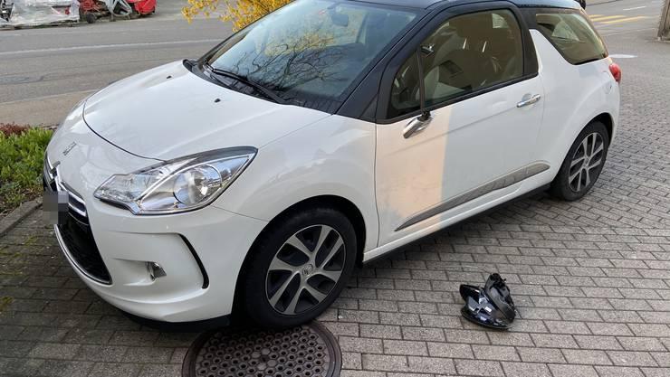 In Auw auf der Alikonerstrasse kam es am Montag zu einem Verkehrsunfall zwischen einem Auto und einem Roller.