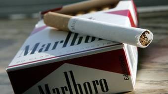 Die Einbrecher erbeuteten Zigaretten im Wert von mehreren tausend Franken. (Symbolbild)