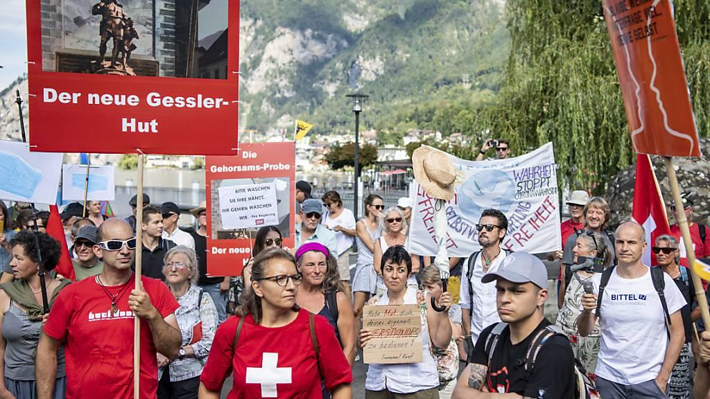350 Menschen demonstrieren gegen Corona-Massnahmen
