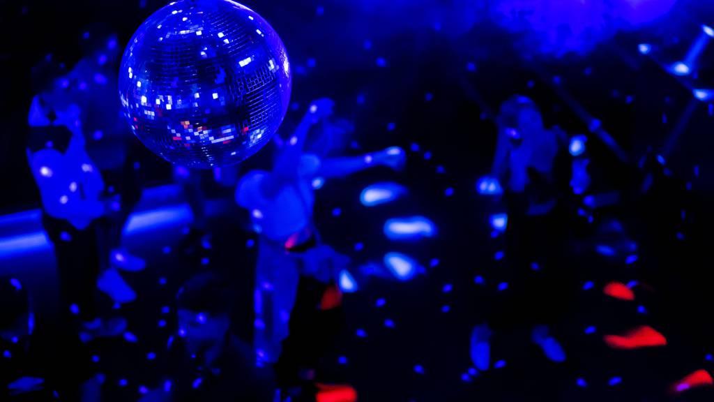 Contact Tracing liegt neu in der Verantwortung von Clubs und Bars