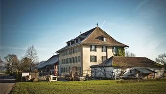 Das ehemalige Brütelgut (Vordergrund) ist Teil der Rudolf-Steiner-Schule Aargau Schafisheim. Annika Bütschi