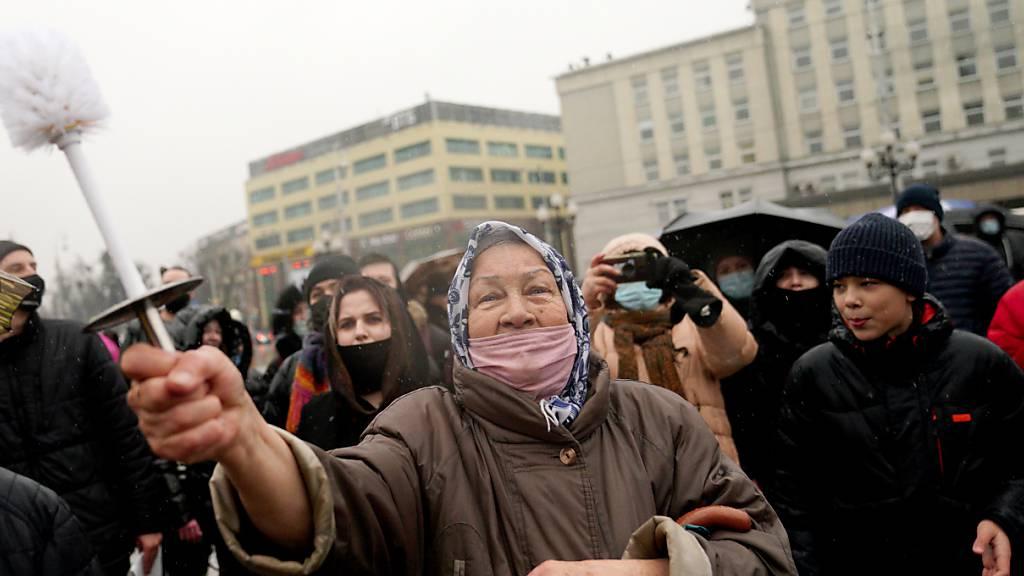 Russlands Machtapparat erhöht Druck vor Protesten