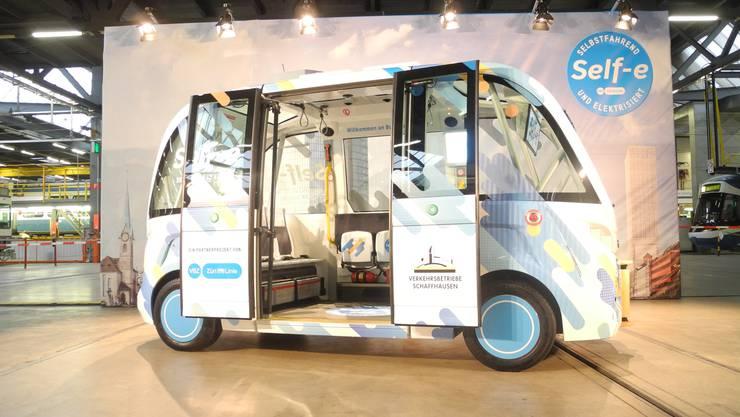 Künstliche Intelligenz ermöglicht zum Beispiel selbstfahrende Autos und Busse.