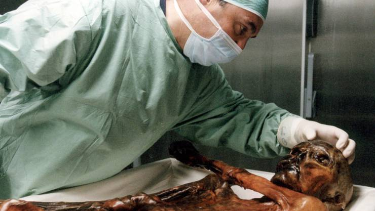 Der Gletschermann Ötzi wird seit seiner Entdeckung vor 25 Jahren intesiv von Wissenschaftlern untersucht. (Archivbild)