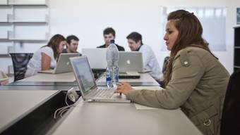 Der Anteil der Frauen unter den Informatik-Diplomierten an der FHNW steigt. (Symbolbild)