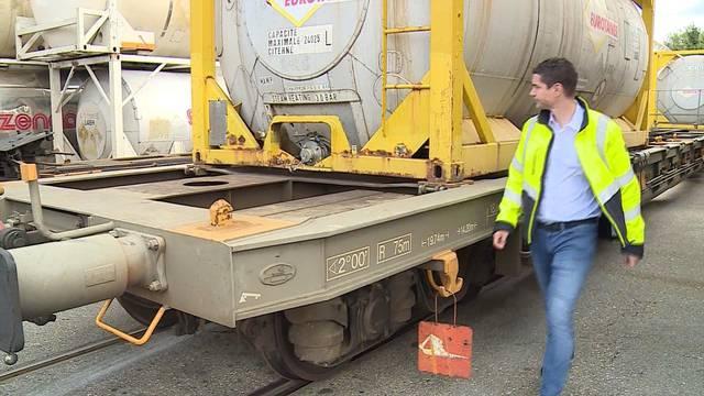 Ein Güterzug pro Woche statt zehn und verlorene Kunden: So leiden Aargauer Unternehmer unter dem Streckenunterbruch der Deutschen Bahn.