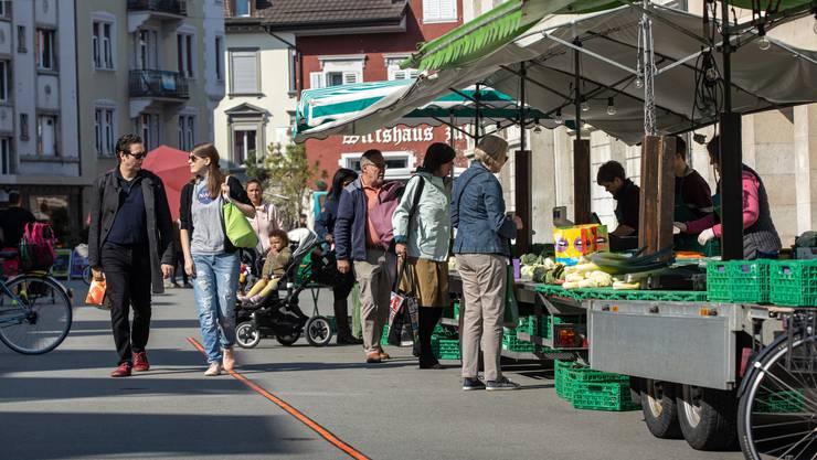 Wochenmarkt vom Donnerstag unter Einhaltung der vorgeschriebenen Schutzmassnahmen.