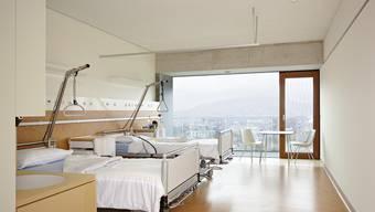 Die Decken aus Lehm in den Patientenzimmern des Triemlispitals sind optisch von einer Betondecke kaum zu unterscheiden.