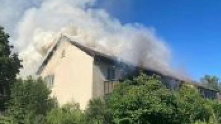 Bei einem Brand in einem Mehrfamilienhaus in Winterthur ist am Dienstagabend ein Sachschaden von mehreren hunderttausend Franken entstanden. (Bild: Kantonspolizei Zürich)