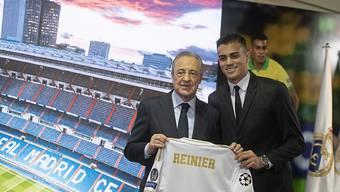 Real Madrid spielt in dieser Saison nicht mehr im Bernabeu-Stadion. Das gab Vereinspräsident Florentino Perez (links) bekannt