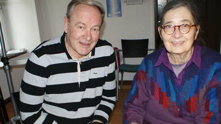 Die Vorstandsmitglieder Hans Glaser und Anne Wanner im Büro «Drehscheibe» an der Kuttelgasse. ach