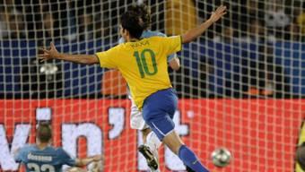 Brasiliens Starspieler Kaka jubelt über das 3:0 gegen Weltmeister Italien