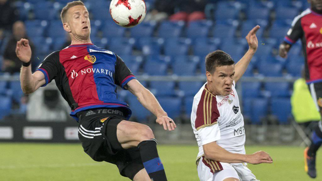 Vaduz forderte den FC Basel: Marc Janko (links) im Duell gegen Thomas Konrad