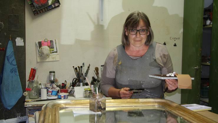 Die Vergolderin Gabi Knuchel-Menziger feierte während des Lockdowns das 30-jährige Bestehen ihres Geschäfts an der Goldgasse.