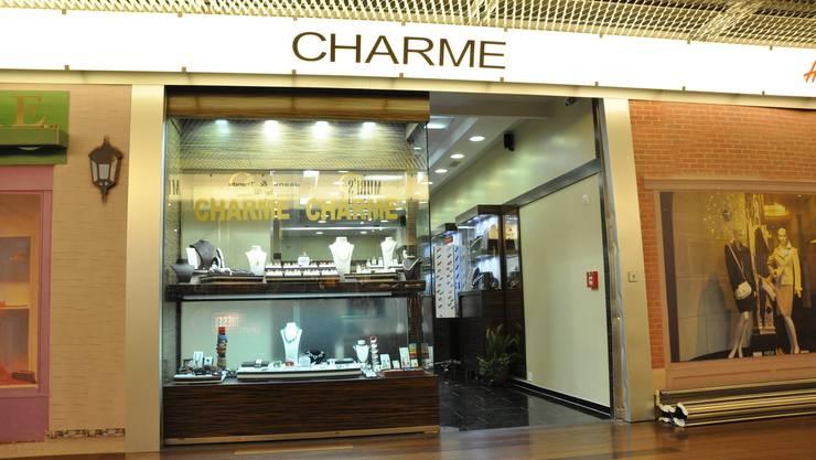 «Charme» im Shoppi Tivoli: In dieses Schmuckgeschäft brachen die dreisten Diebe ein