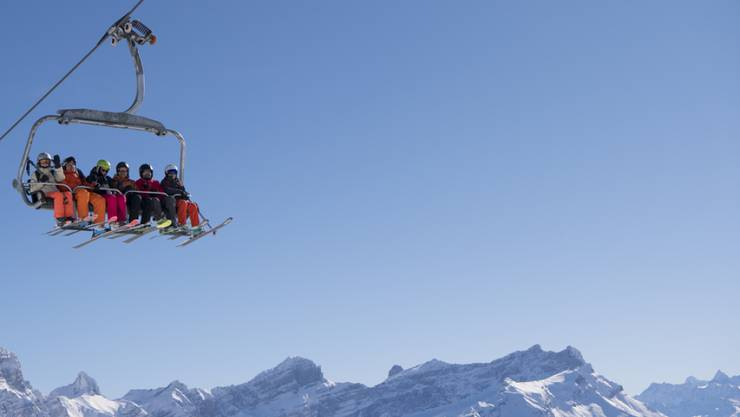 Nicht alle Familien können sich Wintersportferien leisten. Für viele Kinder sind Schneesportlager mit der Schule der einzige Zugang zum Ski- und Snowboardfahren. (Symbolbild)