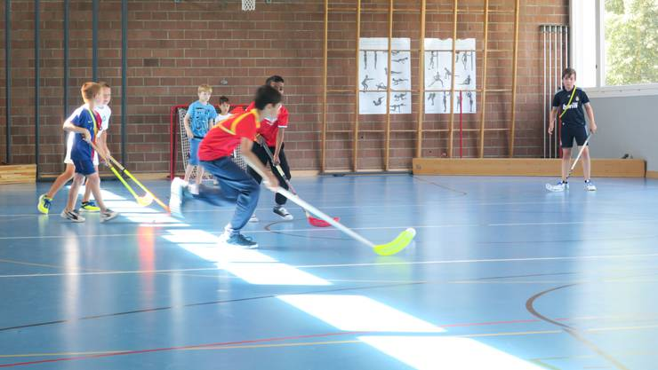 Unihockey-Training im Rahmen des Ferienspasses Urdorf