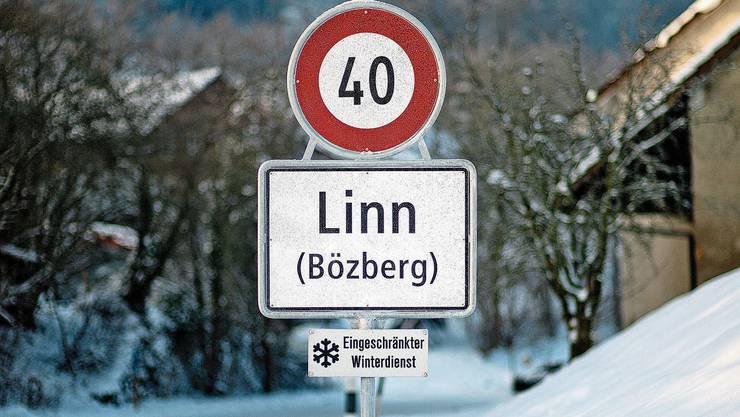 Seit der Fusion per 2013 zur Gemeinde Bözberg steht in Linn die neue Ortstafel.