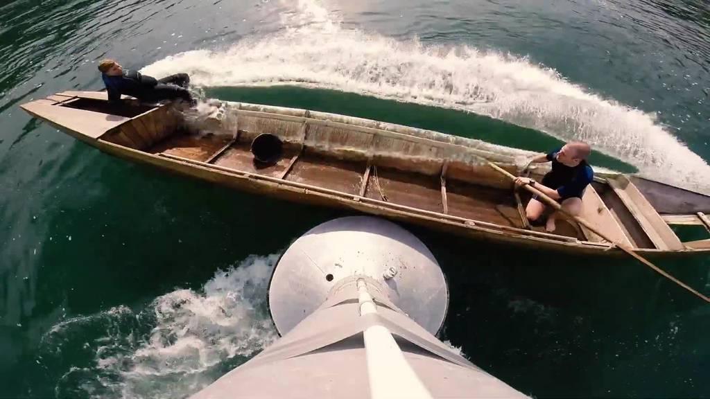 Das passiert, wenn du mit dem Boot einen Pfahl rammst