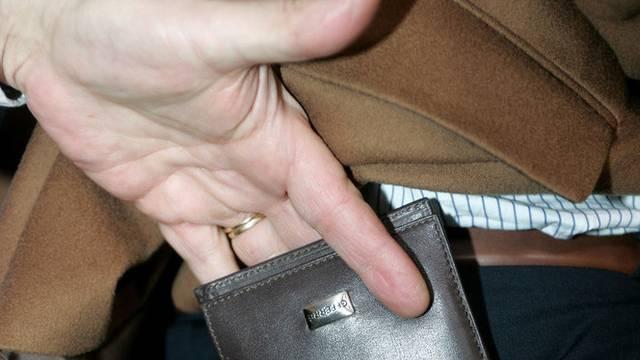Die deutsche Polizei konnte einen Taschendieb fassen (Symbolbild)