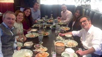 Werber Jeffrey Spector (ganz rechts) isst in Zürich letzmals mit seiner Familie. 16 Stunden später nahm er sich mit Hilfe von Dignitas das Leben.