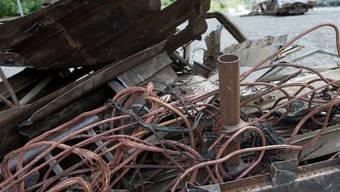 Wrackteile des Güterzuges, der im Juni 2011 im Simplon-Tunnel brannte (Archiv)