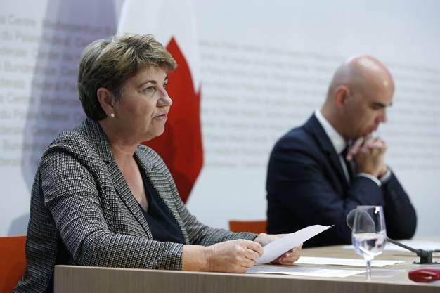 Viola Amherd spricht an einer Medienkonferenz zum Coronavirus im Frühling 2020. (Bild: Keystone)