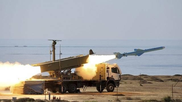 Am Montag testete die iranische Armee in der Nähe der Strasse von Hormus mehrere Raketen (Archiv)