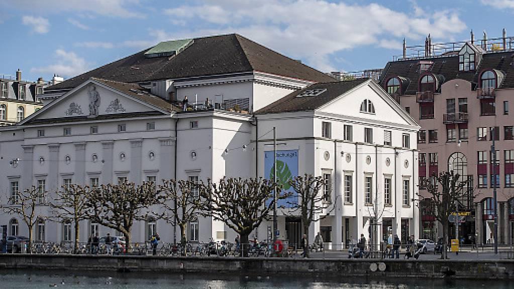 Das Luzerner Theater an der Reuss soll einem Neubau weichen - die Stadtregierung lanciert dafür am Samstag einen Architekturwettbewerb. (Archivbild)
