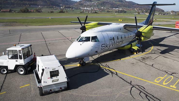 Nachdem die Airline von Bundesamt für Zivilluftfahrt (BAZL) am Dienstagabend eine Betriebsbewilligung erhalten hat, können die SkyWork-Flieger wieder am Mittwoch, 1. November starten. (Archivbild)