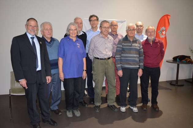 Die geehrten SAC-Mitglieder sowie die Tourenleiter mit Präsident Heinz Frei (l.).
