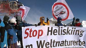 Mountain Wilderness fordert ein Verbot für Heliskiing in der Schweiz (Archiv)