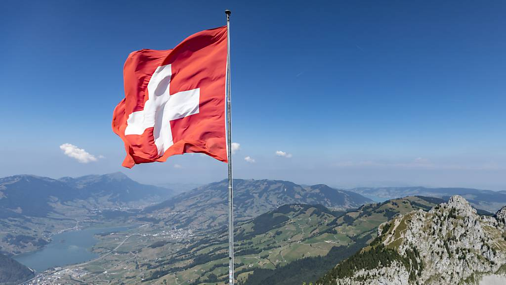 Wanderer auf dem Grossen Mythen im Kanton Schwyz.