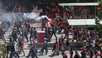 Fans von FCB und GC ziehen vor dem Cupfinal durch Berns Strassen