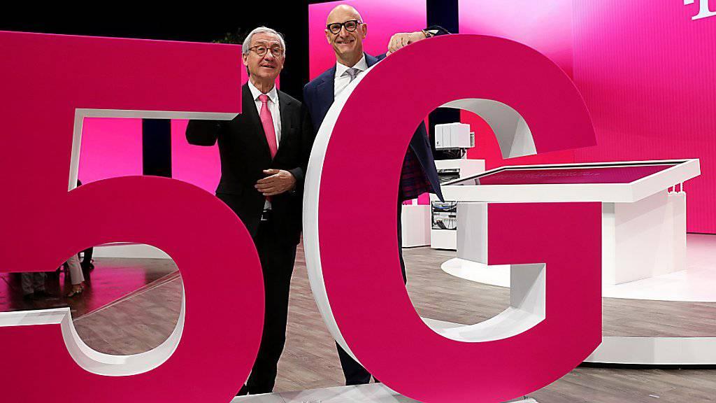 Die Spitze der Deutschen Telekom zeigt sich zufrieden mit der Entwicklung des Konzerns. (Archivbild)