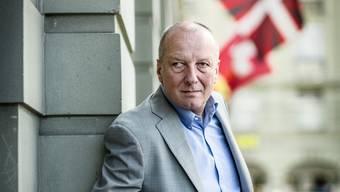 SRG-Generaldirektor Roger de Weck posiert in Bern vor «Jack's Brasserie» unweit des Bahnhofes.