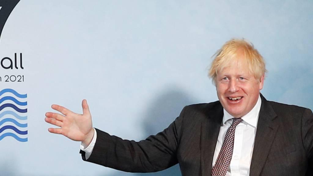 Boris Johnson, Premierminister von Großbritannien, gestikuliert bei einem bilateralen Treffen mit der Präsidentin der Europäischen Kommission und dem Präsidenten des Europäischen Rates während des G7-Gipfels. Foto: Peter Nicholls/Reuters Pool/PA Wire/dpa
