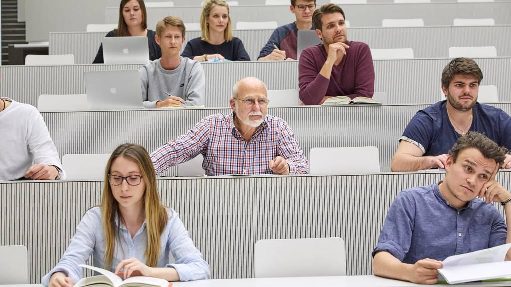 Zum Beispiel Luzern: Die Universität führt ihre Vorlesungen ab Montag nur noch digital durch. (Symbolbild)