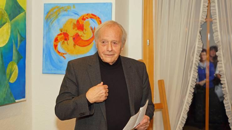 Hansjörg Menziger, der die Donnerstagsmalerinnen seit bald zwei Jahrzenten begleitet, referierte an der Vernissage in Weiningen.