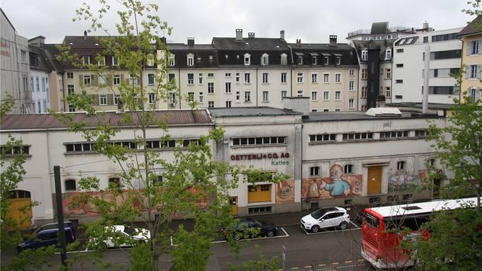 Eine komplexe Situation: Die ehemalige Kaffeerösterei und Essigfabrik Oetterli umschliesst einen grossen Innenhof zur Häuserzeile an der Dornacherstrasse.