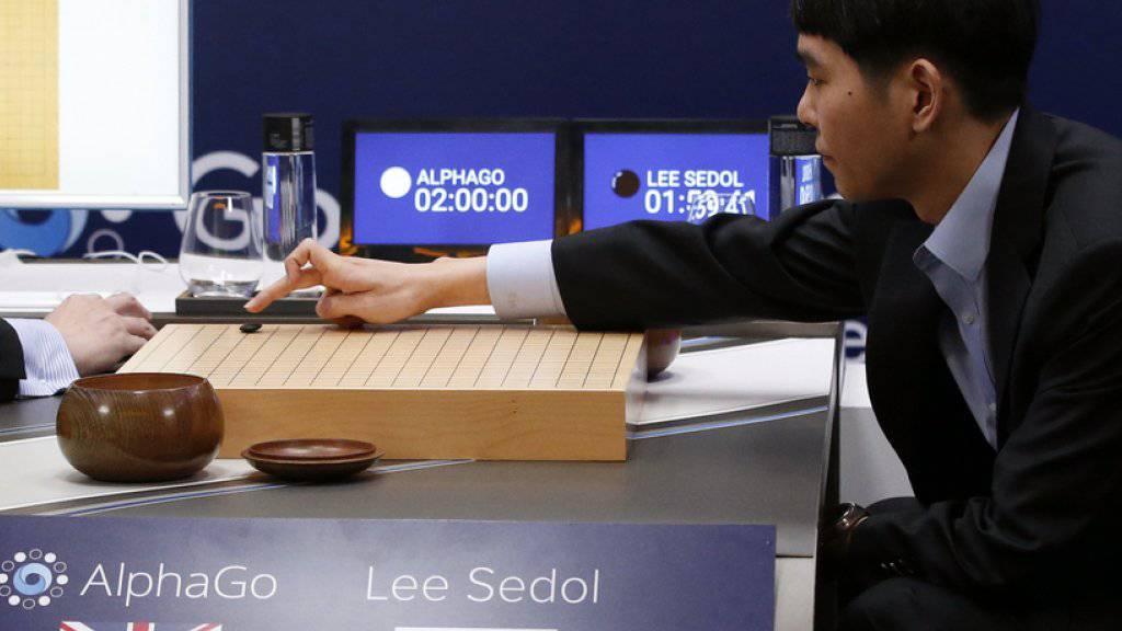 Lee Sedol am Mittwoch in Seoul im ersten Spiel gegen AlphaGo.