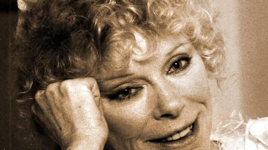 Sieht Birgit Steinegger zum Verwechseln ähnlich: Die deutsche Schauspielerin Elke Sommer - einst Hollywoodstar, heute Malerin - wird 75 Jahre alt (Archiv).