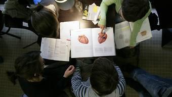 Wer Medizin studieren will, muss seine Eignung auch in Zukunft vor Studienbeginn unter Beweis stellen. (Symbolbild)