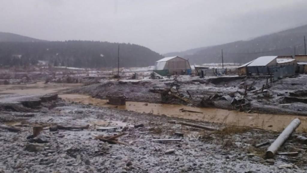 Mindestens 15 Tote bei Dammbruch in Russland