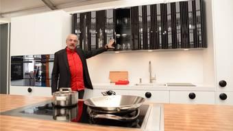 Der Badener Möbeldesigner Willi Glaeser wagt sich nun an Küchen ran. Barbara Scherer