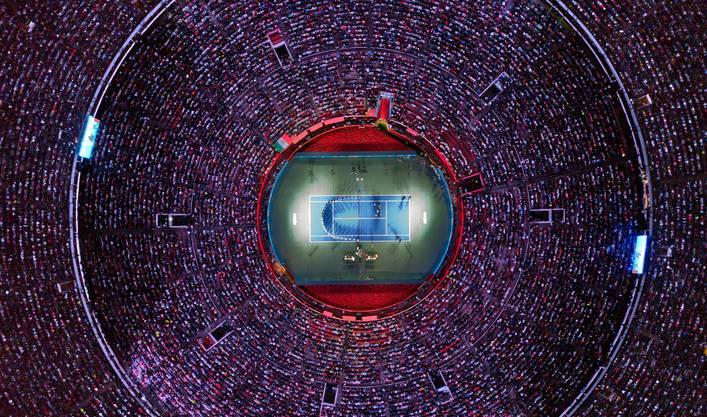 Vor 42'517 Zuschauern spielt Roger Federer in Mexiko City.